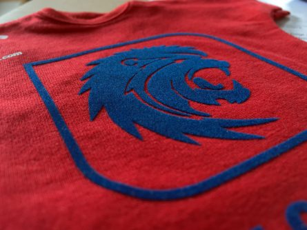 red t-shirt with print application made with blue cut-out film, with a touch of velvet.
